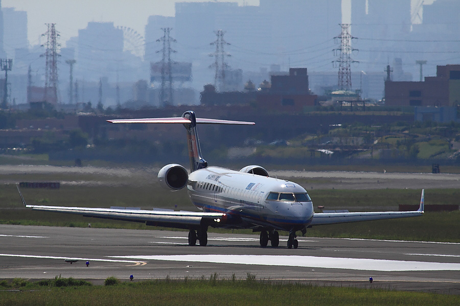 IBX CRJ-702 IBX50@エアフロントオアシス下河原(by EOS 50D with SIGMA APO 300mm F2.8 EX DG/HSM + APO TC2x EX DG)