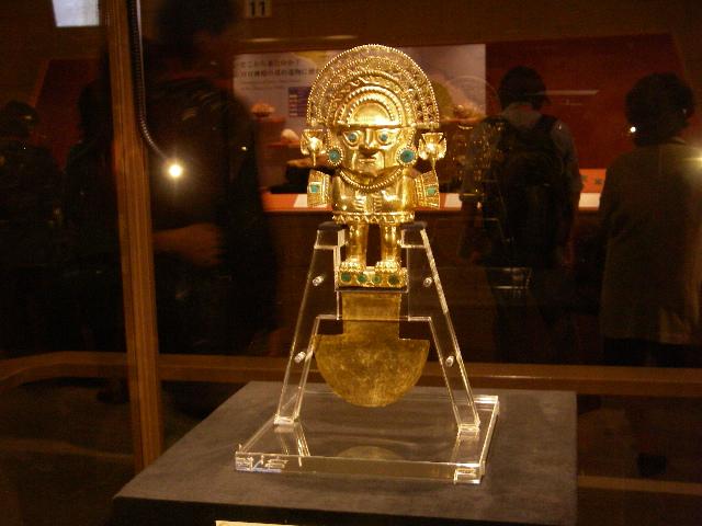 シカン展 フォトジェニックな黄金のトゥミ