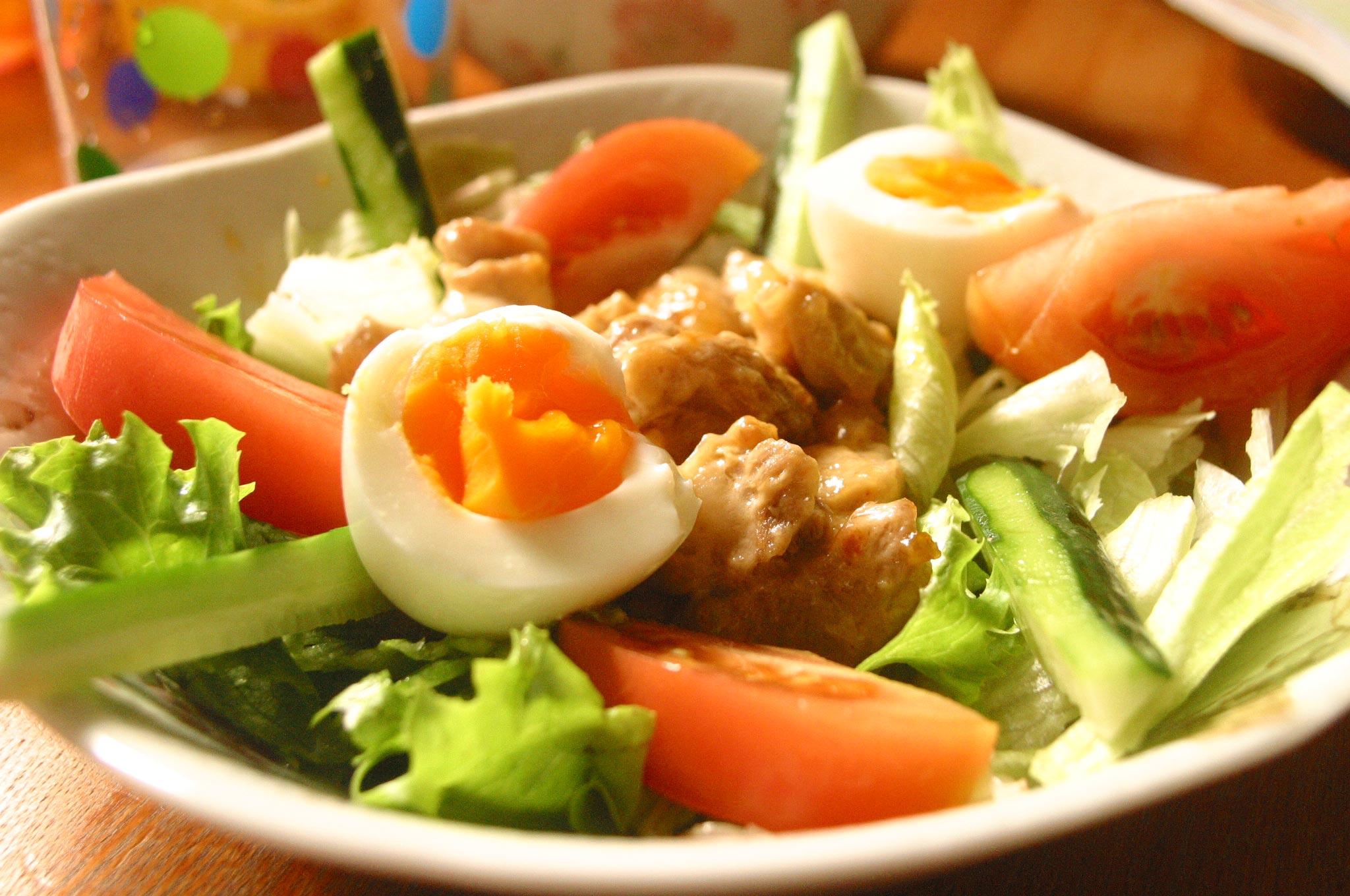 鶏肉入りサラダ
