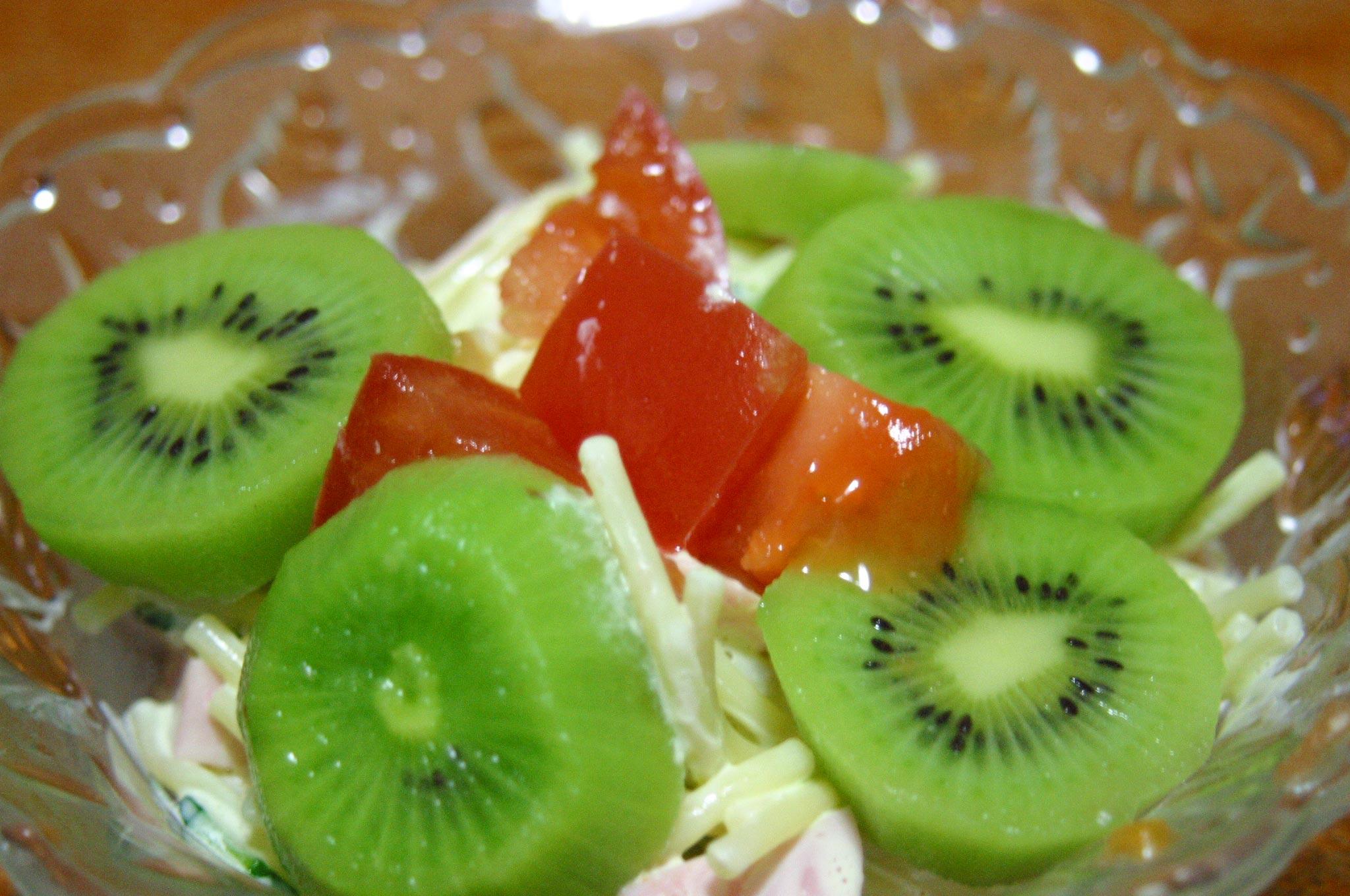 キーウィ付きサラダ