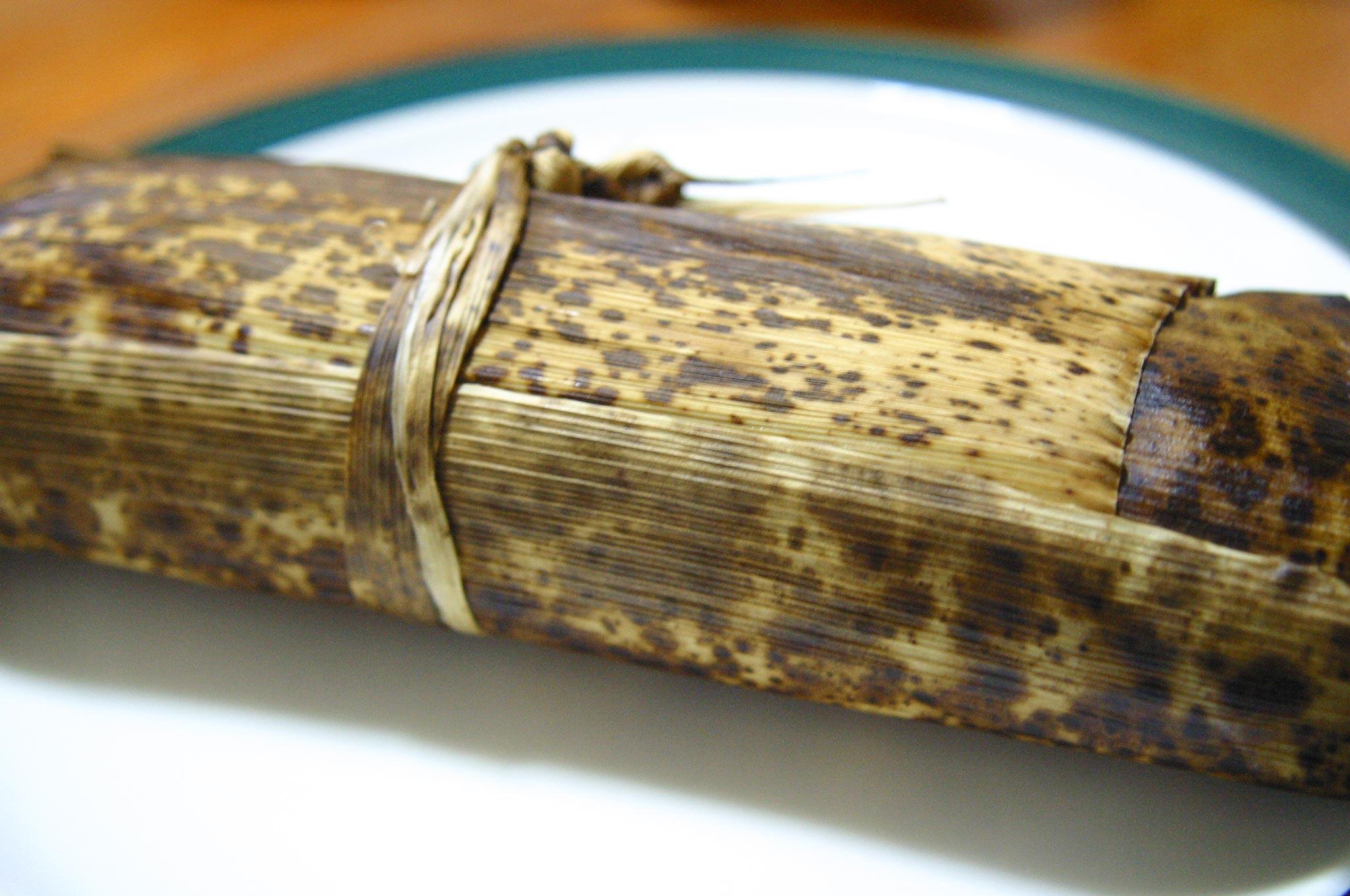竹の皮でつつんだ羊羹