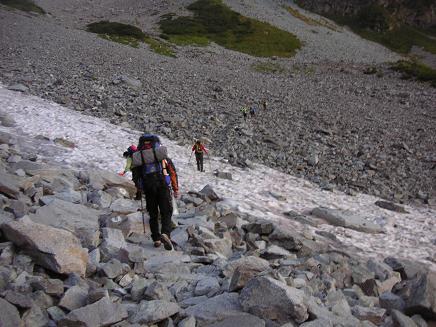 雪渓が凍ってる
