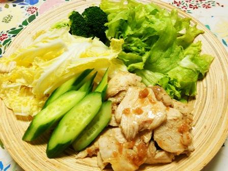 鶏の梅和えと野菜サラダ