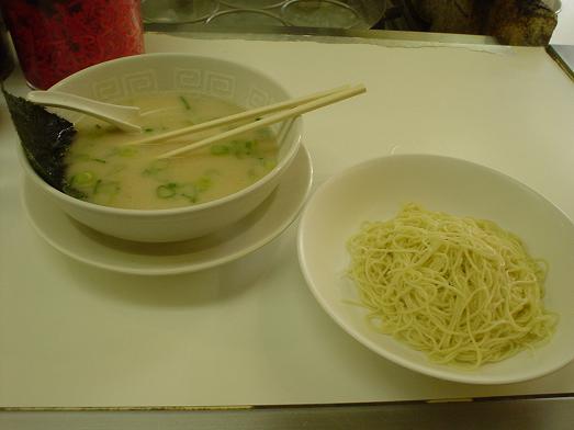 博多天神ラーメン新橋西口店で安旨い豚骨ラーメンと替え玉013