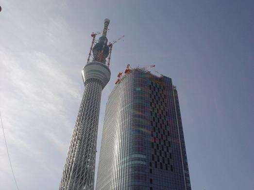 スカイツリーの様な高さ23センチのタワーワッフルの店002