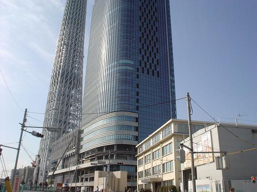 スカイツリーの様な高さ23センチのタワーワッフルの店003
