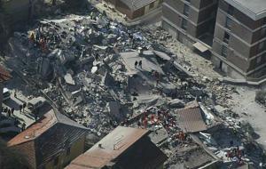 破壊した中層アパート