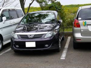 偶然駐車直後に入ってきたエアウェイブの紫が…でもMC前のなので、ブラックアメジストパールって奴ですね。こっちの色の方が好きなんだけどねぇ?。