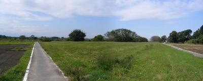 帰り道。右端は榎本牧場です。