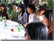講演に耳を傾ける参加者たち