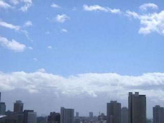 10/8 朝10時。台風通過中。雨が上がり快晴だがものすごい強風。
