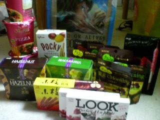 締めて約¥3000分のお菓子たち・・・