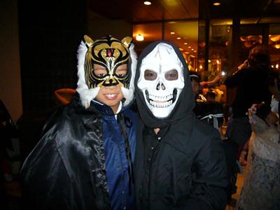 仮装 ピックアップ タイガーマスクとガイコツ