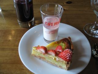 苺タルトと洋ナシタルト&桜風味のパンナコッタ