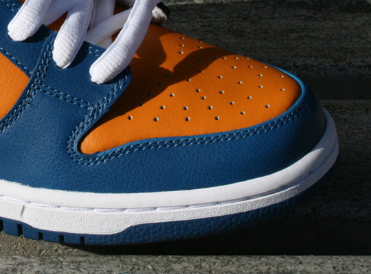 Nike-SB-Dunk-Low-Knicks-Sneakers-2.jpg