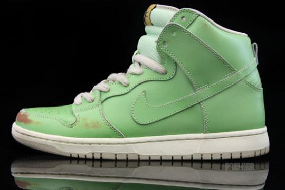 nike-sb-dunk-high-statue-of-liberty-wear-test-01_convert_20110314204802.jpg