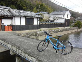 橋と蔵と自転車