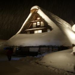 雪の五箇山の茅葺のおウチ