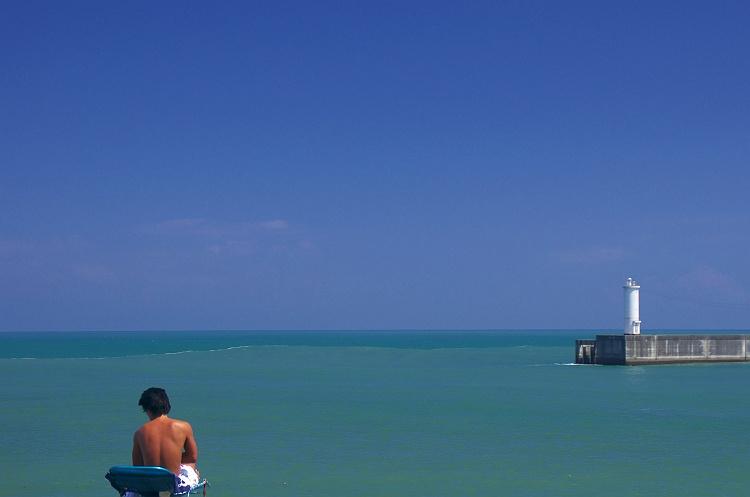夏の海を眺めて