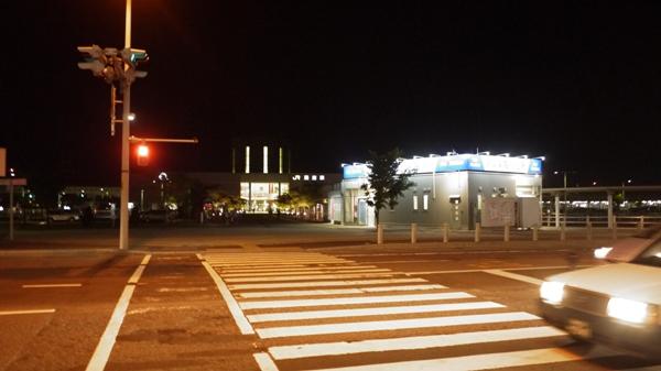 夜の函館駅前