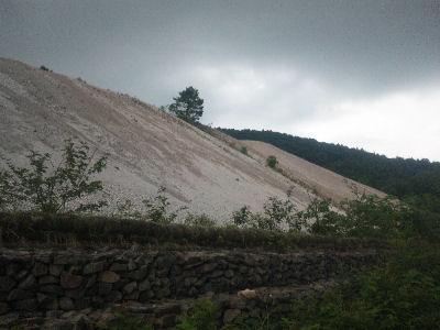 高湯温泉のそばにある硫黄鉱山跡のズリ山