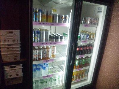 吾妻屋さんの自販機代わりの冷蔵庫