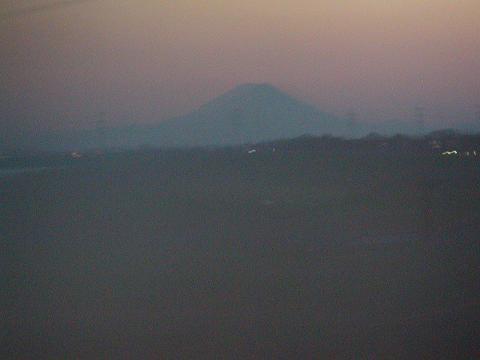 利根川上流に見える富士山