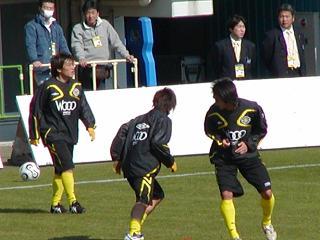試合前練習中の山根選手