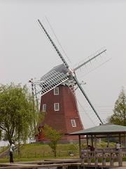 あけぼの山のシンボル、風車