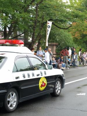 会津藩公行列2009 (先導のパトカー with あかべぇ)