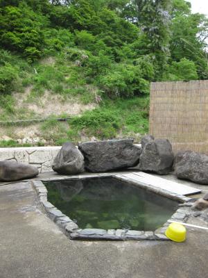 滝の湯旅館の露天風呂※混浴(西山温泉)