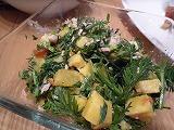 薩摩芋と人参葉のフレンチサラダ