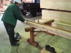 工場で木造り中!