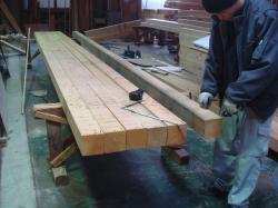 工場で木造り中2