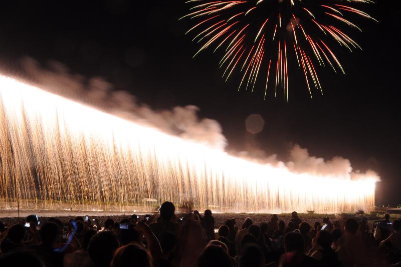 新居浜市納涼花火大会 河川敷の風景