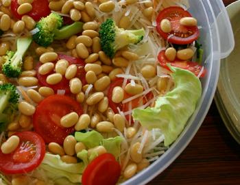 地野菜と大豆のサラダ