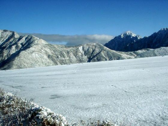 09 雪面と白い劒岳