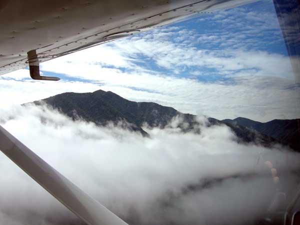雲を抜ける