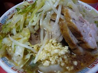 ラーメン二郎三田本店(小豚麺が多い)