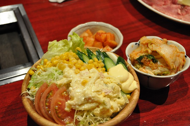 DSC_1375 野菜サラダ500円、カクテキ315円、白菜キムチ315円