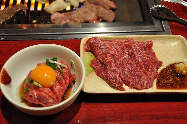 DSC_1390 ユッケ997円、牛刺し945円