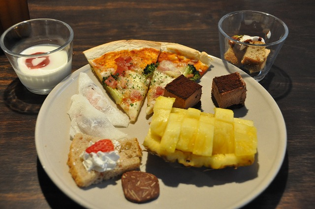 DSC_1549 ミックスピザとデザート類