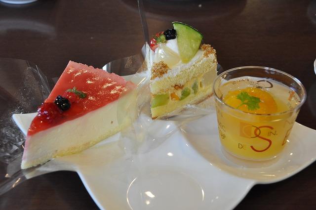 DSC_1839 二皿目 ベリーレアチーズ457円、 ジューシーフルーツケーキ392円、オレンジゼリー