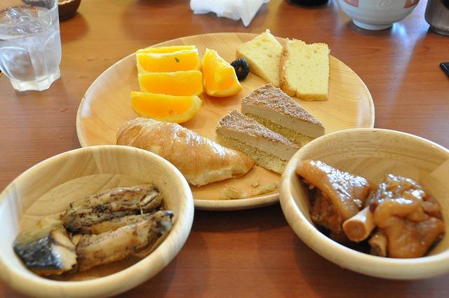 DSC_1656 鯖の塩焼き、手羽先の黒胡椒焼、てびち、他