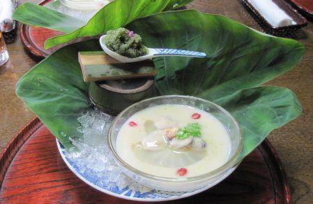 最初のお料理 紫蘇のシャーベットとスープ