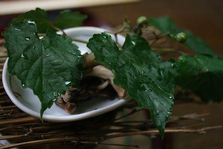 蒸しものの上にはこんな素敵な葉っぱの飾りが^^