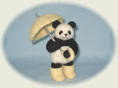 傘さしのパンダ