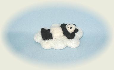 雲の上でリラックスパンダ