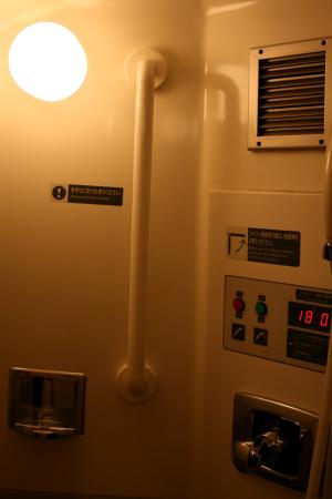 部屋付属のシャワールーム。トイレの反対側