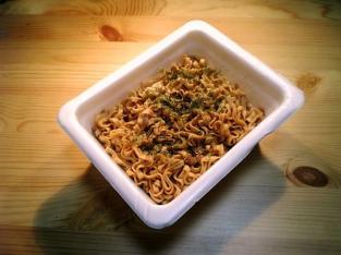 マルちゃん焼うどん弁当002